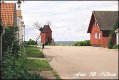 Gata med kvarn i Mörbylånga på Öland